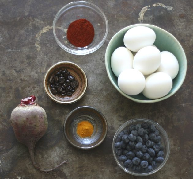 How to colour eggs with edible food colouring