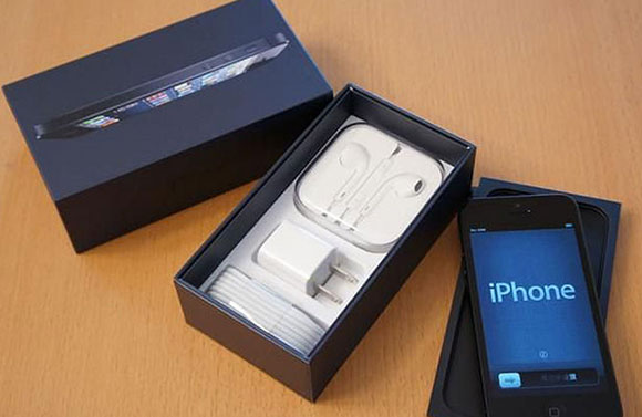 How to decide between an iPhone and an iPod Touch