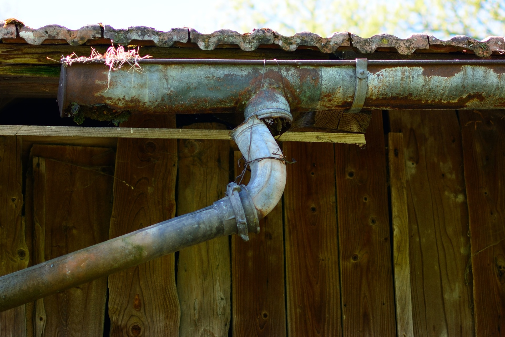 How to Clean Out a Blocked Downspout on a Gutter
